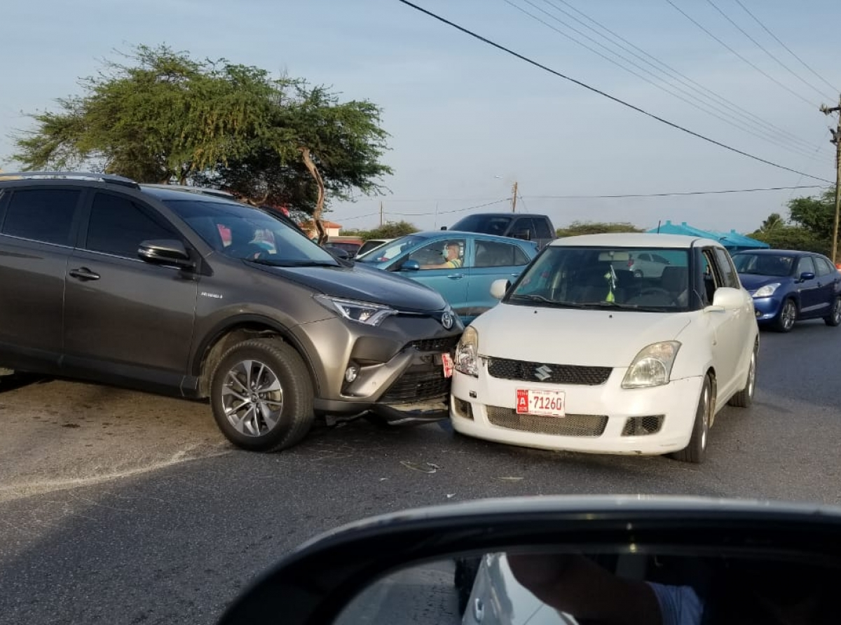 Accidente na Paradera entre RAV4 y Suzuki Swift